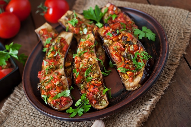 Melanzane al forno con pomodori, aglio e paprika