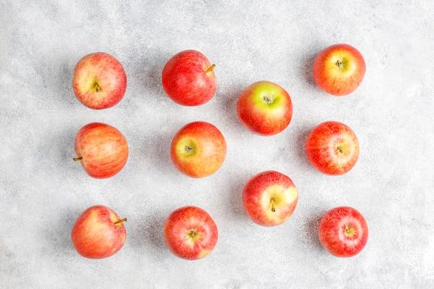 Mele rosse organiche squisite mature.