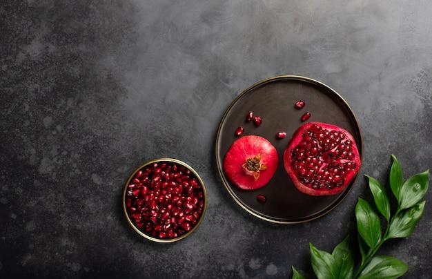 Melograno organico fresco per alimenti sani