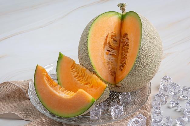 Melone giapponese o melone, melone, frutta di stagione, concetto di salute.