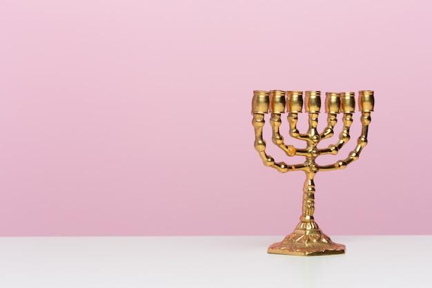 Menorah antico della candela rituale