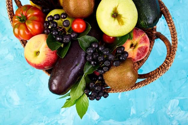 Merce nel carrello variopinta sana di selezione dell'alimento