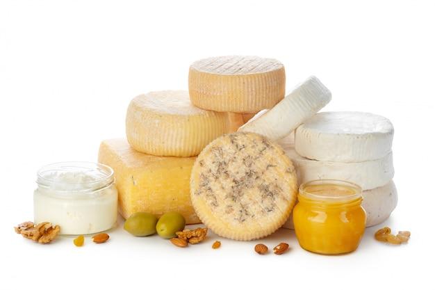 Mescolare il formaggio isolato su bianco