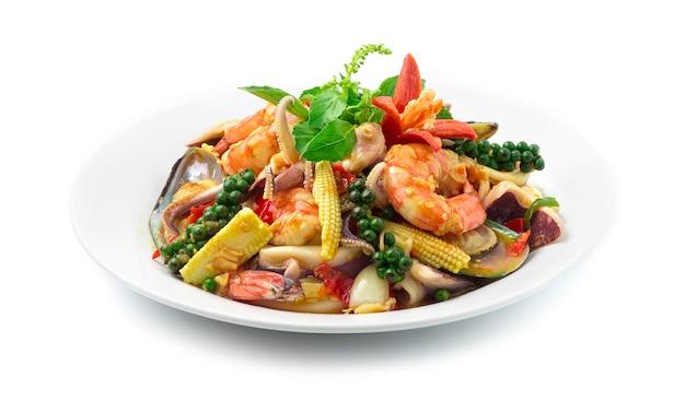Mescolare piccante fritto santo basilio con frutti di mare