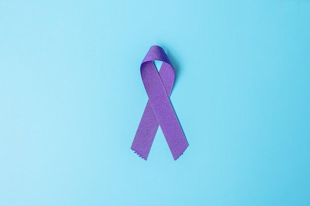 Mese di consapevolezza del cancro con il nastro