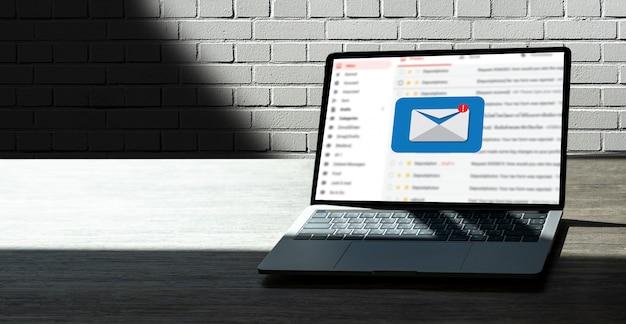 Messaggio di collegamento di comunicazione di posta a contatti di mailing comunicazione globale di ricerca del computer di concetto delle lettere del telefono