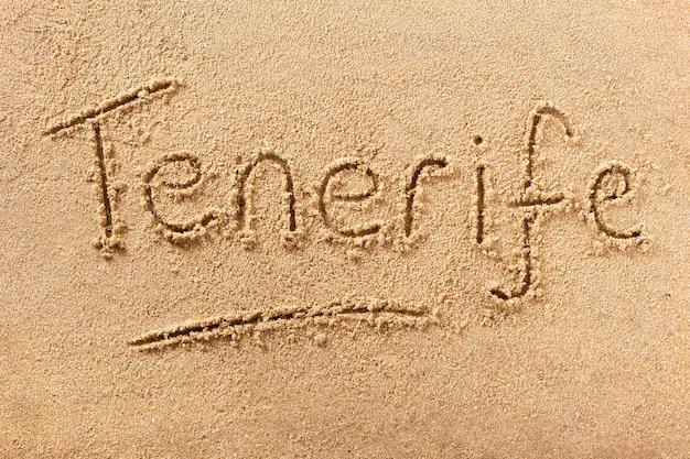 Messaggio di scrittura sulla spiaggia estiva di tenerife