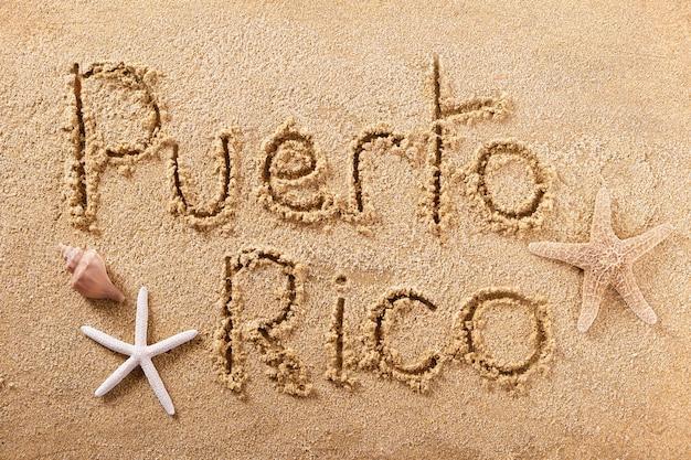 Messaggio scritto a mano della sabbia della spiaggia del porto rico