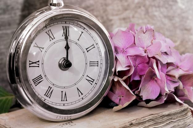Mezzanotte al retro dell'orologio