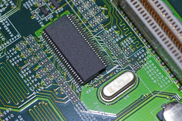 Microchip, radioelementi, processore sulla scheda elettronica, scheda madre