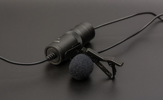 Microfono a risvolto