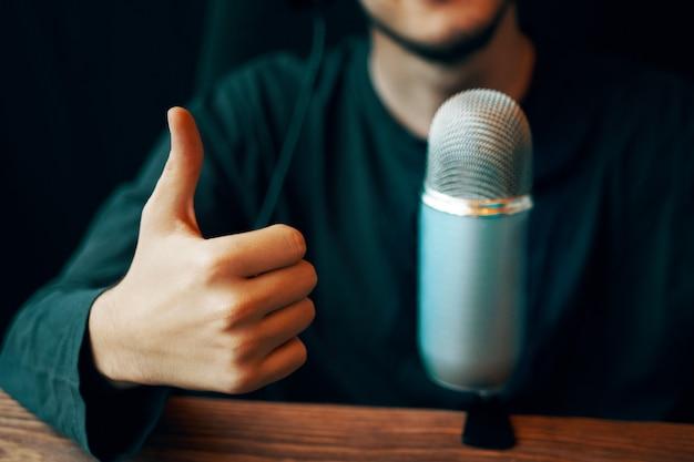 Microfono da studio podcast