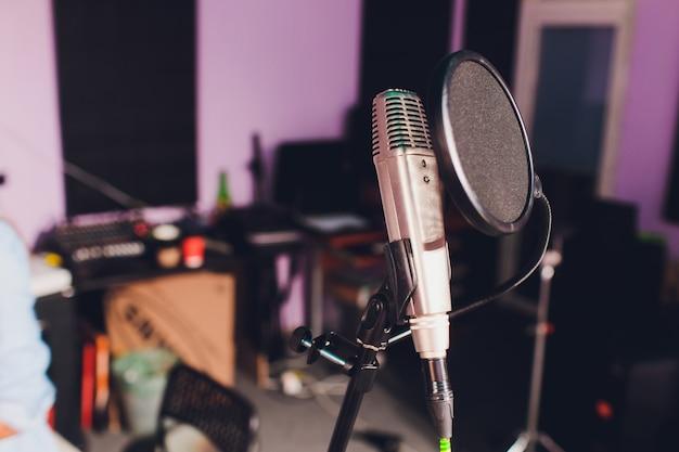 Microfono da studio professionale a condensatore, musical concept. registrazione.