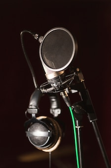 Microfono e cuffie vista frontale