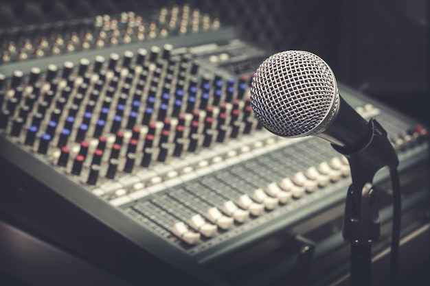 Microfono e mixer