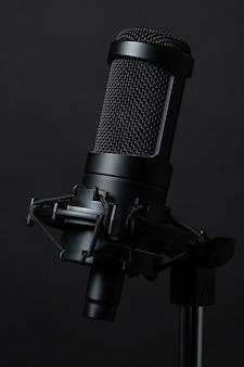 Microfono in piedi in studio