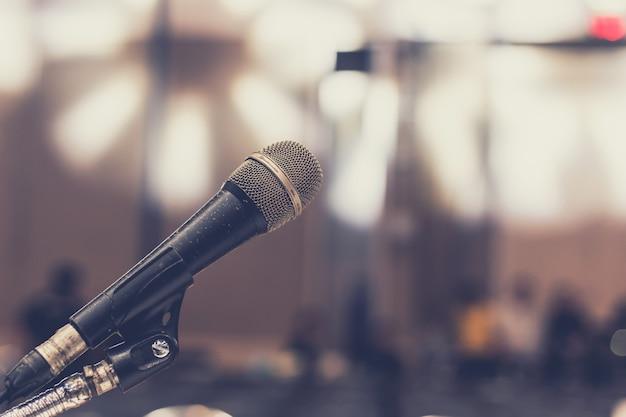 Microfono in sala per seminari