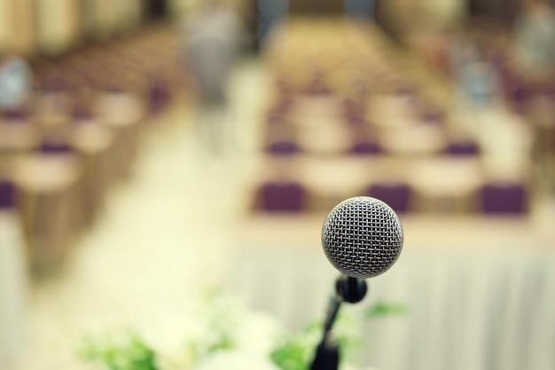 Microfono nella sala conferenze o nella sala per seminari