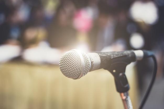 Microfono nella sala da concerto o nella sala conferenze
