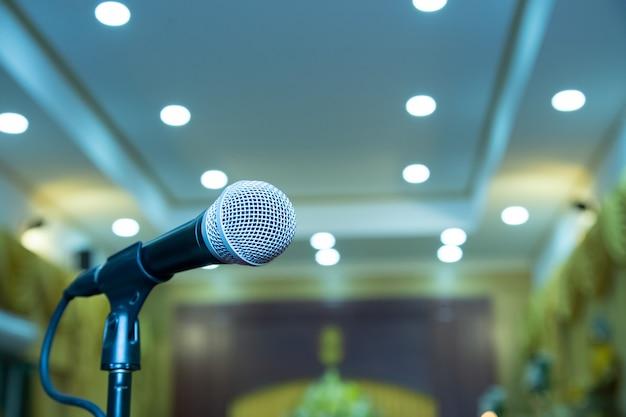 Microfono nella sala per seminari