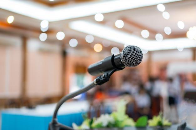 Microfono preparato nella sala espositiva
