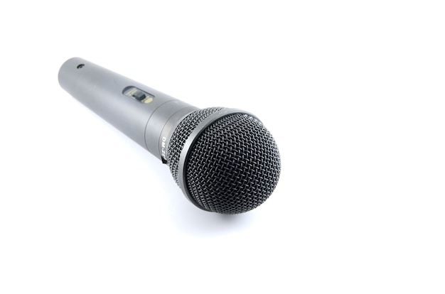 Microfono su uno sfondo bianco
