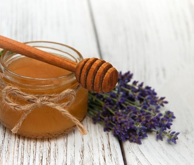 Miele e fiori di lavanda
