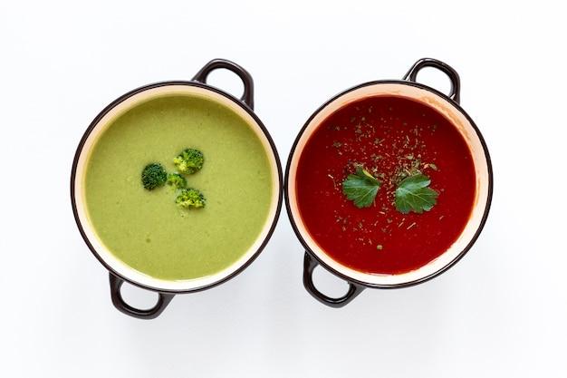 Minestre di crema di verdure vista dall'alto minimalista