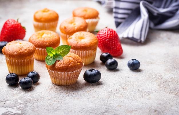 Mini cupcakes estivi con frutti di bosco