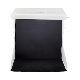 Mini studio box isolato su sfondo bianco