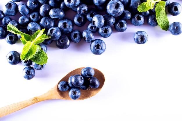 Mirtilli di mirtillo. frutta per una dieta sana.