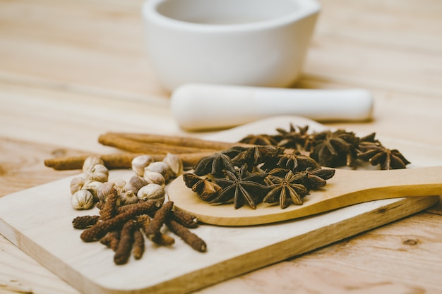 Miscela di erbe secche insieme di semi di piante secche a base di erbe per medicina alternativa naturale