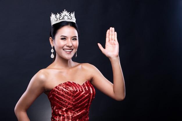 Miss pageant contest abito con corona di diamanti