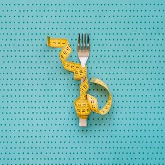Misura di nastro intorno alla forchetta