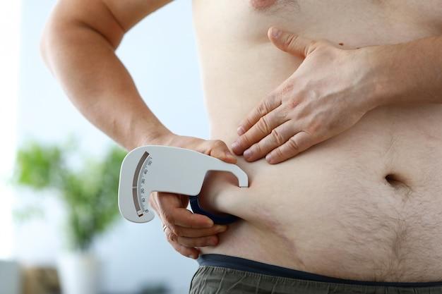 Misurazione della pancia obesa