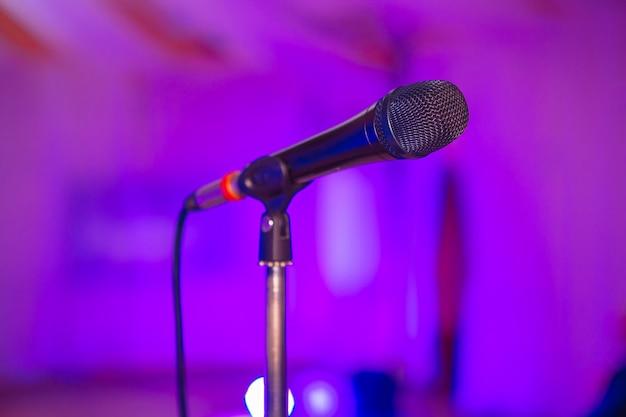 Mixer audio microfono sfocato