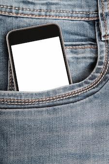 Mock up con smartphone moderno nella tasca dei jeans.