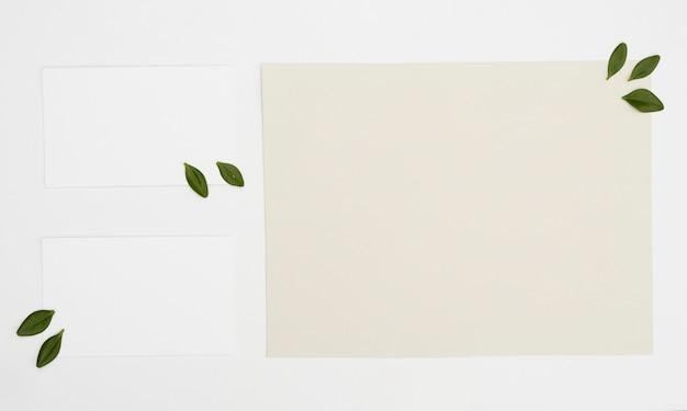 Mock-up di carte minimalista piatto laico