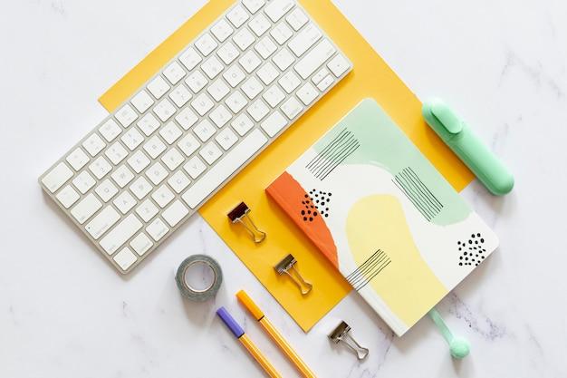 Mock-up per notebook in posizione piatta