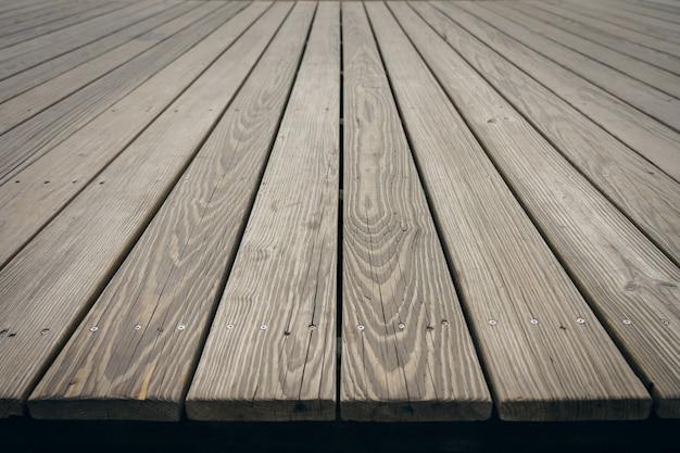 Mock up prospettiva vuota superiore tavola di legno. utilizzando come sfondo il concetto di montaggio