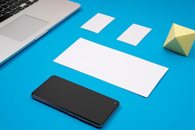 Mockup di branding mobile