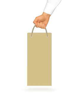 Mockup in bianco del sacco di carta del vino giallo che tiene a disposizione