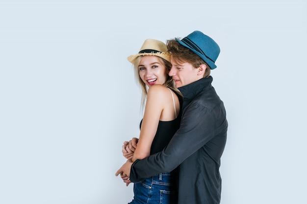 Moda di coppia divertente insieme