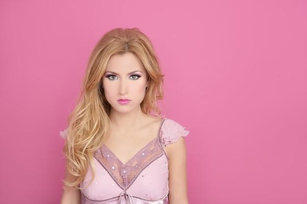 Moda romantica bionda sopra stile bambola barbie rosa
