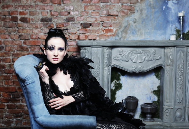 Modella in abito nero