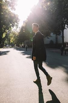 Modello alla moda hipster