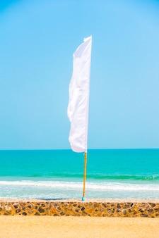 Modello astratto cielo bandiera mare
