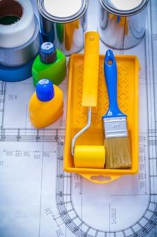 Modello con il concetto della costruzione di versione verticale dei nastri delle bottiglie e dei nastri del rullo del vassoio del pennello