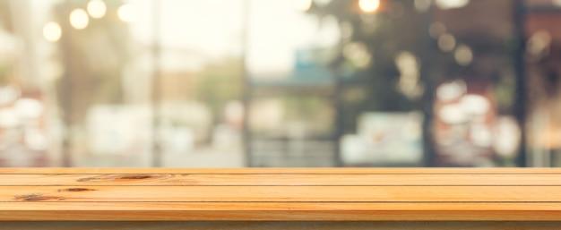 Modello defocused cibo vuoto in legno