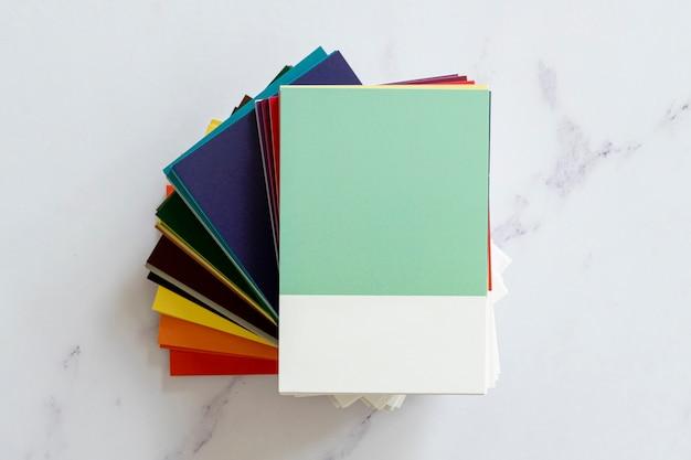Modello di campione di colore in posa piatta